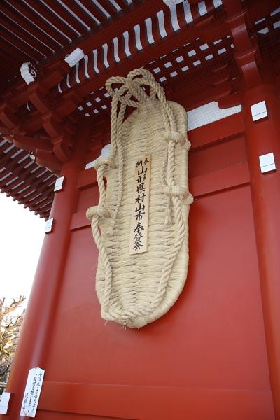 淺草寺很有名的大草鞋
