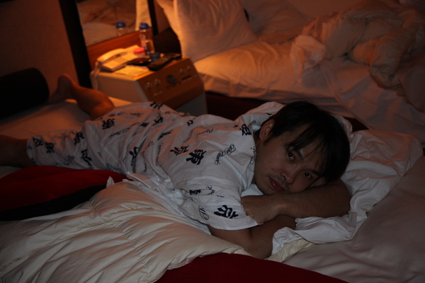 最後回到了飯店,他們都有準備睡衣